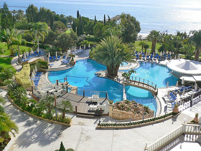 отель высокого уровня! Отлично подойдет для отдыха с детьми! Самый лучший пляж в Лимассоле!