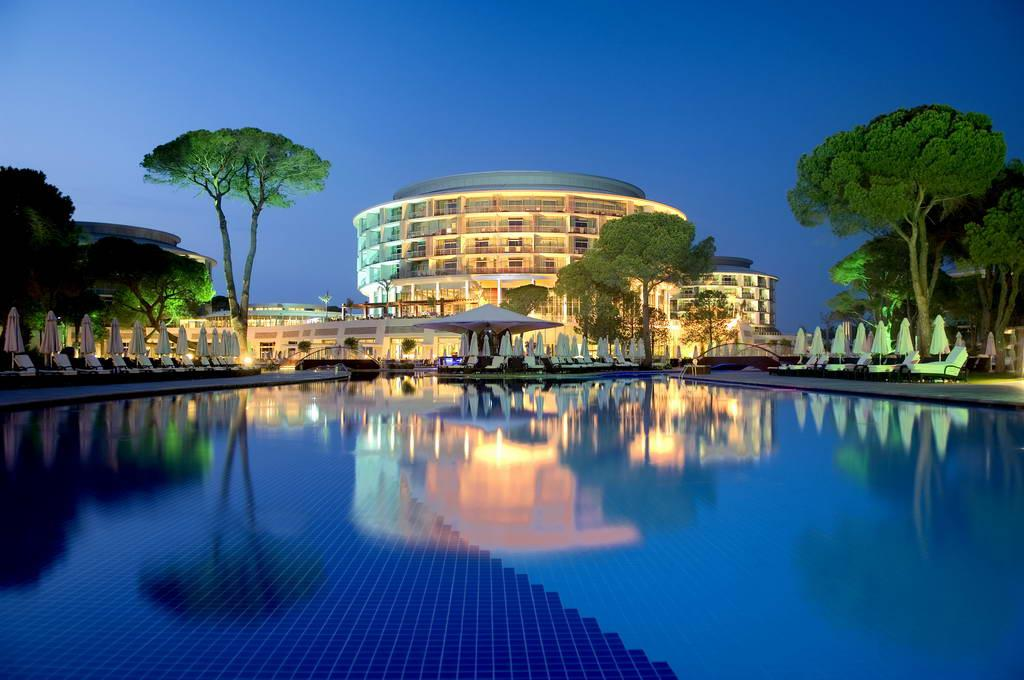 Роскошный отель с высоким уровнем сервиса! Большие, комфортные номера! Есть виллы! Подогреваемый бассейн! Детские клубы по возрастам! Подходит как для молодежного, так и для семейного отдыха.