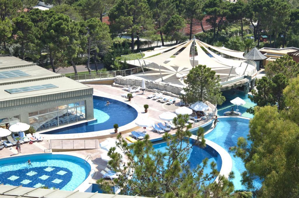 отличный отель для отдыха с детьми всех возрастов!!!Два детских клуба: мини клуб и юниор клуб. АКВАПАРК! Лунапарк!Шикарный песчаный пляж!